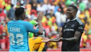 Itu Khune Using English To Dribble Gabuza Leaves Fans In Stiches-SurgeZirc SA