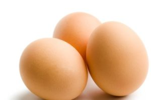 Eggs come naturally packed with a number of essential ingredients including iron, vitamins, and proteins.