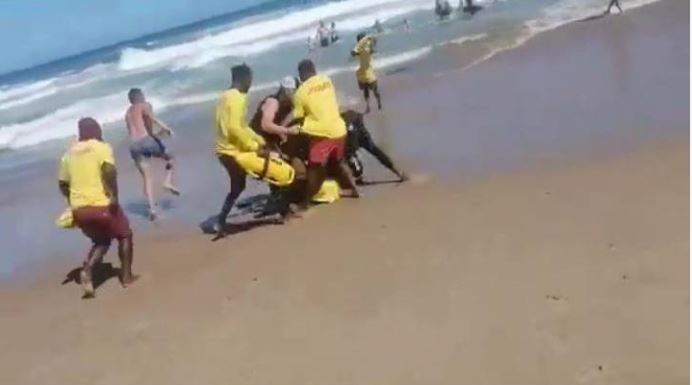 Punches, Kicks And Racial Abuse As Holiday Makers Fight Lifeguards On KZN beach-SurgeZirc SA