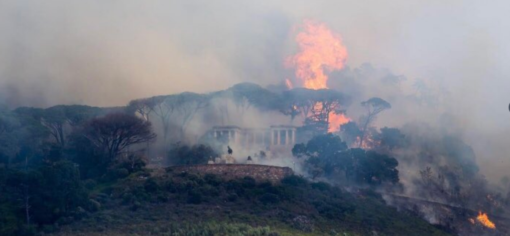 Watch| UCT Students, Staff Evacuated As Out Of Control Fire Rages On By Rhodes Memorial-SurgeZirc SA