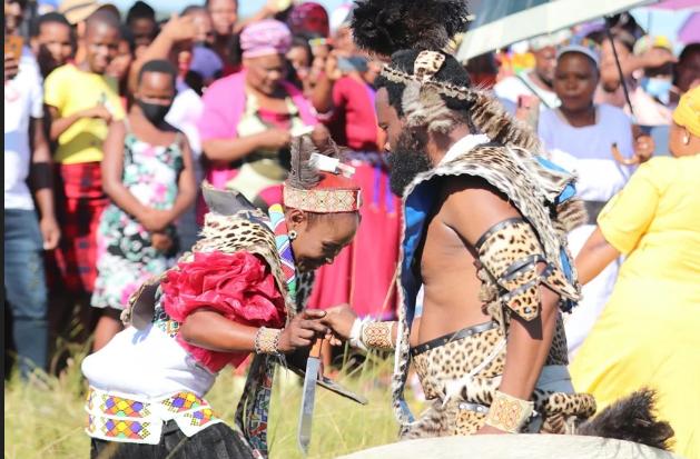 """Halala!!! Uzalo Star Sibonile """"Khathaza"""" Ngubane Finally Gets Married (Pics)-SurgeZirc SA"""