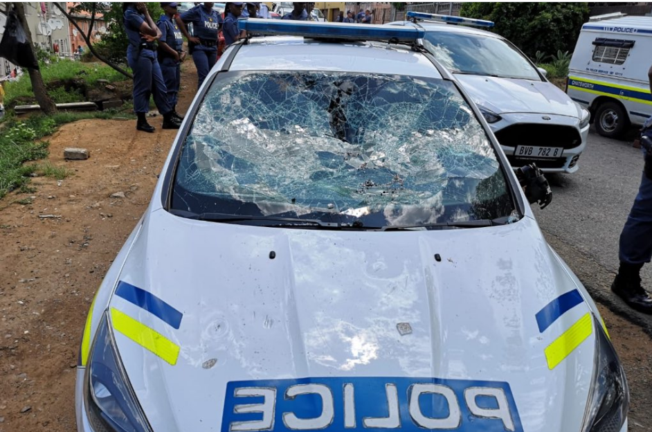 SAPS Members Physically Assaulted By Street Dancers-SurgeZirc SA
