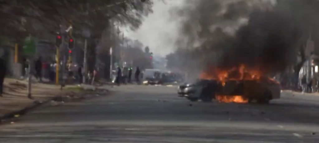 Joburg Free Zuma Protests Intensify With Shots Fired At Vehicles And Cars Torched (Videos)-SurgeZirc SA