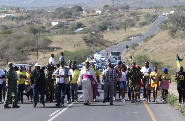 Gunshots And Singing As Scores Of Supporters Surround Zuma's Nkandla Homestead-SurgeZirc SA
