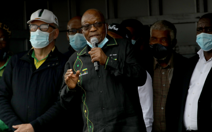 """Zuma Greets Supporters At Nkandla: """"I Will Fight Police That Try To Fetch Me""""-SurgeZirc SA"""